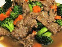 Roergebakken rundvlees met broccoli